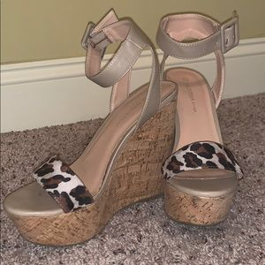 Cork leopard toe strap wedges